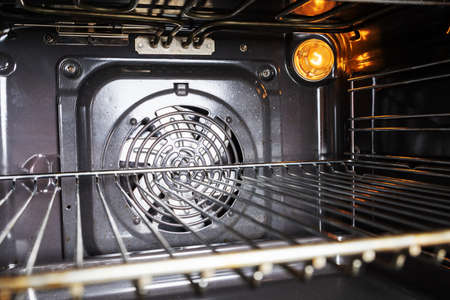Photo pour Image of a modern electric oven. Inside view of an electric oven. Closeup. - image libre de droit