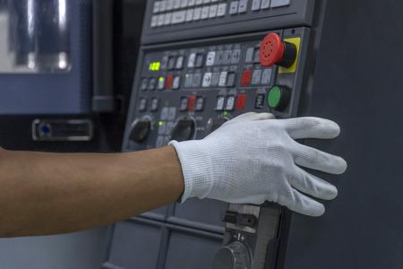 Photo pour CNC Machine control panel and hand control - image libre de droit