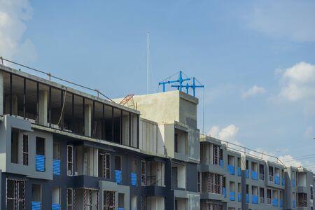 Photo pour building site with cranes and blue sky - image libre de droit