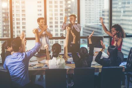Photo pour Successful entrepreneurs and business people achieving goals, business team concept - image libre de droit