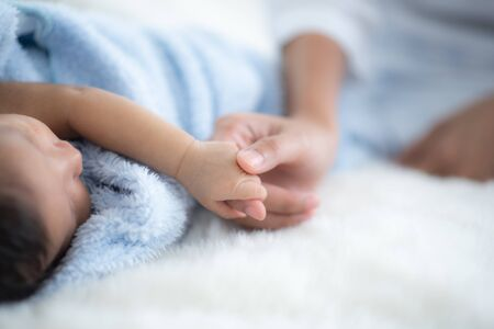 Photo pour The baby is sleeping on a soft mattress - image libre de droit