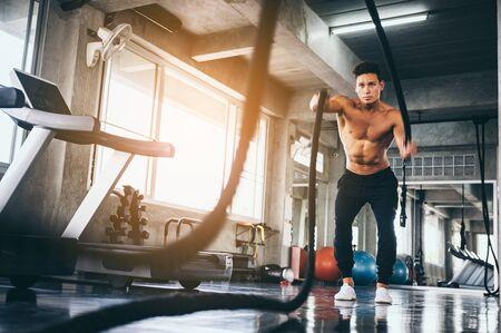 Foto für strong man exercising in the sport gym - Lizenzfreies Bild