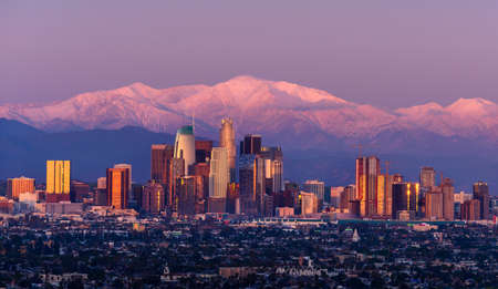 Photo pour Downtown Los Angeles skyline with snow capped mountains behind at twilight - image libre de droit