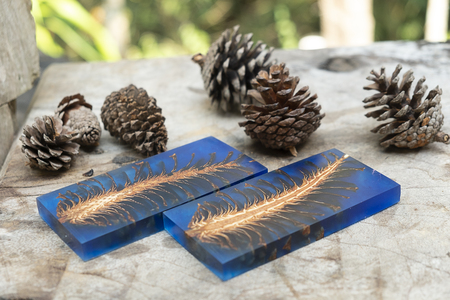 Foto de casting epoxy resin Stabilizing pine cone red blue abstract art blur background, Texture of a wooden blanks - Imagen libre de derechos