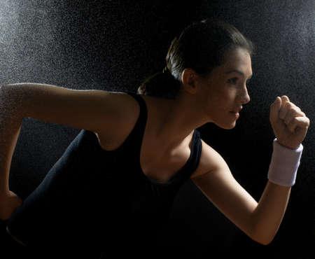 Photo pour girl in sport on the night - image libre de droit