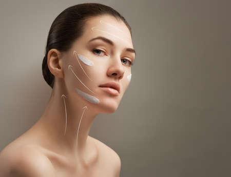 Photo pour beauty woman on the grey background - image libre de droit