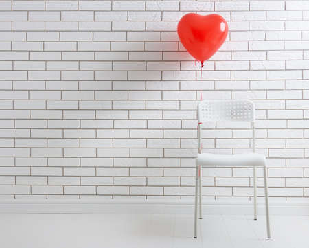 Photo pour red balloon in shape of heart on the background of a blank white brick walls. - image libre de droit