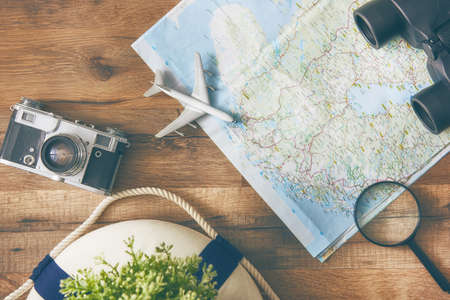 Photo pour Go on an adventure! The map and the camera on a wooden table. Top view. - image libre de droit