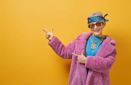 Photo pour Portrait of funny senior woman on color background. - image libre de droit