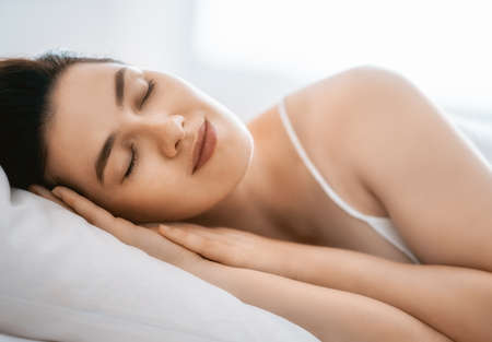 Photo pour beautiful young woman is sleeping in the bedroom - image libre de droit