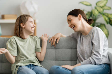 Photo pour Happy day! Mom and her daughter child girl are talking and laughing. Family holiday and togetherness. - image libre de droit