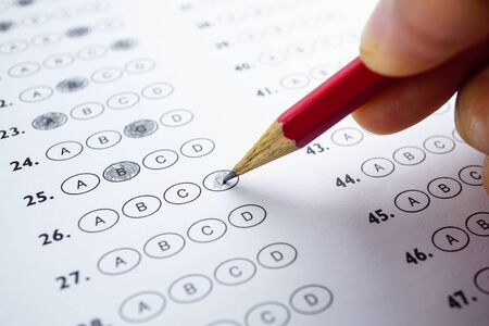 Photo pour Answer sheets with Pencil drawing fill to select choice : education concept - image libre de droit