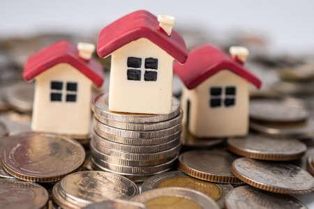 Photo pour House on stack coins, mortgage home loan finance concept. - image libre de droit