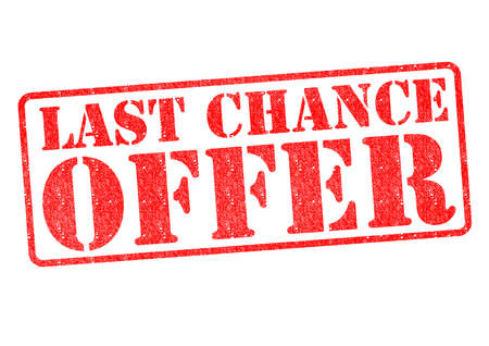 Photo pour LAST CHANCE OFFER red rubber stamp over a white background. - image libre de droit