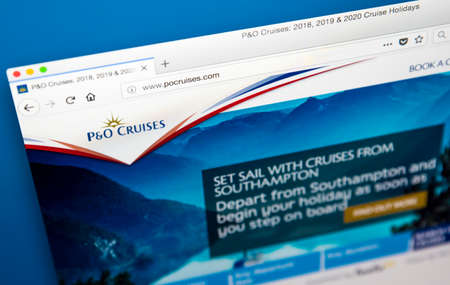Foto de LONDON, UK - MAY 29TH 2018: The homepage of the official website for P&O Cruises - the British/American Cruise Line, on 29th May 2018. - Imagen libre de derechos