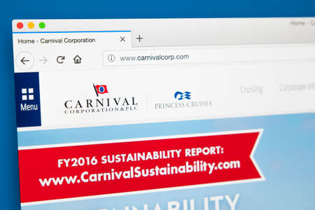 Foto de LONDON, UK - MAY 29TH 2018: The homepage of the official website for Carnival Corporation & plc - the US-based cruise company and the worlds largest travel leisure company, on 29th May 2018. - Imagen libre de derechos