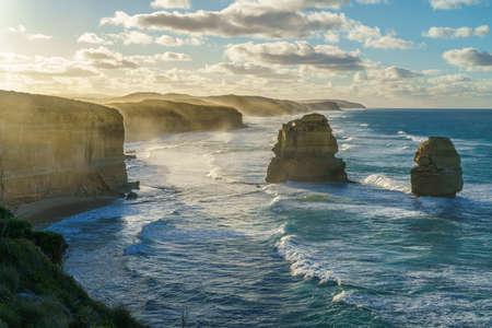 Photo pour famous gibson steps at sunrise, twelve apostles, great ocean road in victoria, australia - image libre de droit