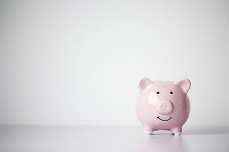 Photo pour Piggy bank with blank background copy space. - image libre de droit