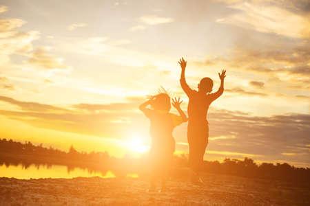 Photo pour kid silhouette,Moments of the child's joy. On the Nature sunset - image libre de droit