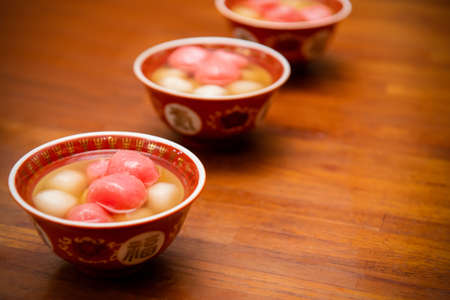 Photo pour Chinese sweetheart soup, longan and red dates, Text: Chinese means happiness - image libre de droit