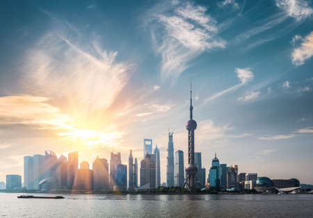 Foto de shanghai in sunny morning ,  huangpu river and pudong skyline - Imagen libre de derechos