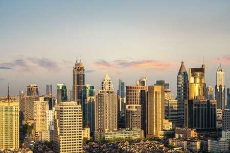 Foto de modern urban background of shanghai in early morning - Imagen libre de derechos