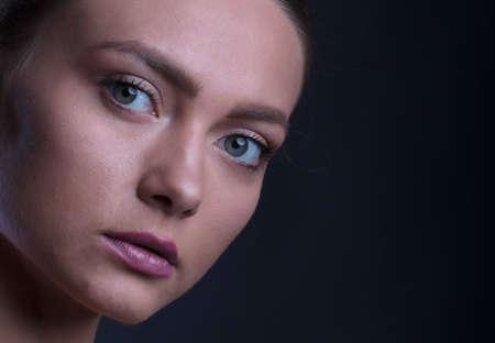 Photo pour portrait of a young woman, shooting in a photo studio - image libre de droit