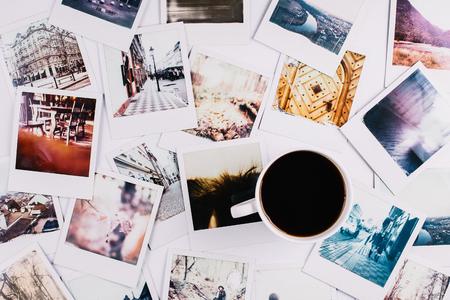 Foto de A mug with coffee standing between - Imagen libre de derechos