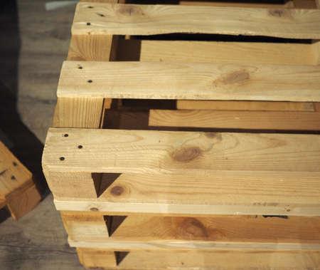 Photo pour wooden pallet (aka skid) flat transport structure - image libre de droit