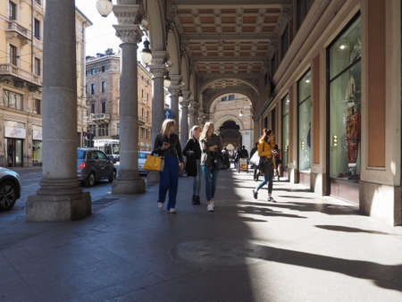 Photo pour TURIN, ITALY - CIRCA MARCH 2019: People in the city centre - image libre de droit