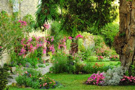 Foto de Blaye (Gironde, Aquitaine, France): the historic town: Historic house with garden - Imagen libre de derechos