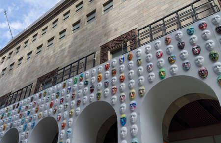 Foto per Colorful masks at Duomo square in Milan (Lombardy, Italy), for the project called Il cosmo della bellezza - Immagine Royalty Free