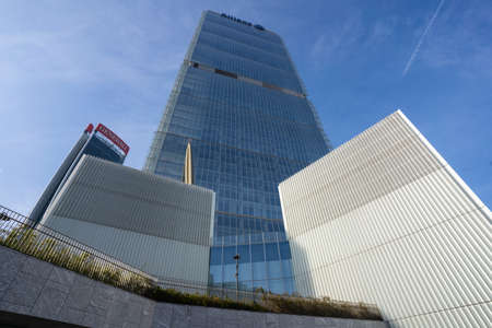 Photo pour Milan, Lombardy, Italy: the modern Isozaki tower in Citylife - image libre de droit