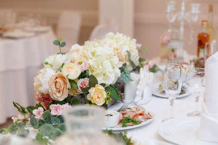 Foto für wedding table setting and decorated with flowers - Lizenzfreies Bild
