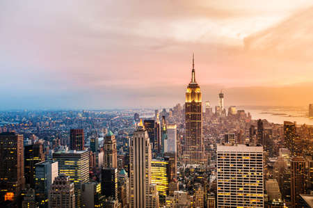 Photo pour New York City skyline with urban skyscrapers at sunset. - image libre de droit