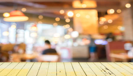 Photo pour Empty wood table and blurred coffee shop  background . - image libre de droit