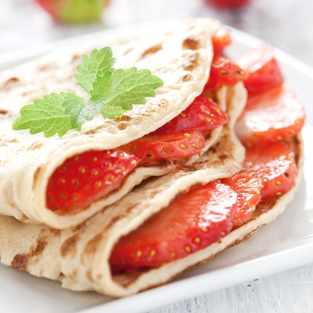 fresh crepe with strawberries の写真素材