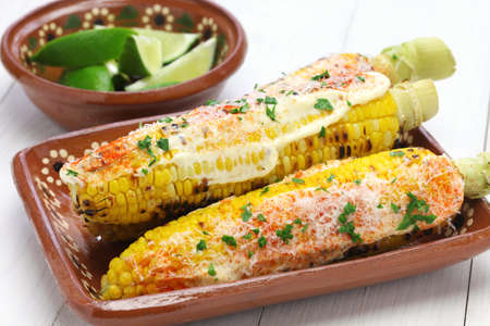 Foto für elote Mexican grilled corn dish - Lizenzfreies Bild