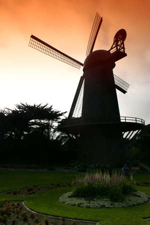 The north windmill was built in 1903 at the extreme western end of the park, adjacent to a flower garden as a gift of Queen Wilhelmina of the Netherlands.