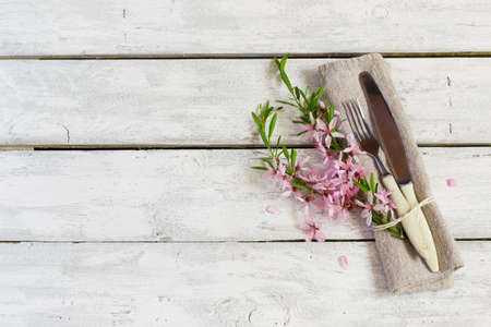 Photo pour Spring table setting with almond flowers and cutlery, holiday background - image libre de droit