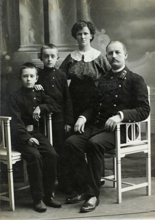 RUSSIAN EMPIRE - CIRCA 1900 Vintage family portrait  Mother, father and children