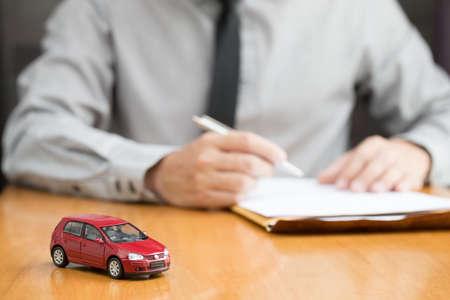 Photo pour Car rental inspector filling contract, Rent a car concept - image libre de droit