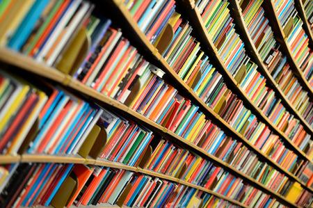 Photo pour Round bookshelf - image libre de droit