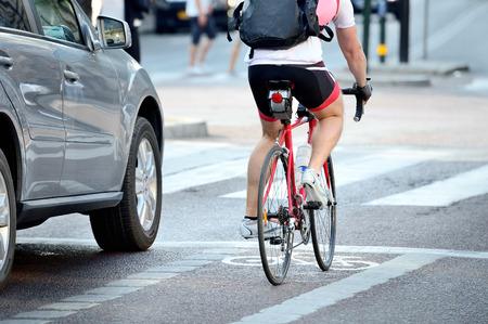 Foto de Rear view of bicyclist in full gear - Imagen libre de derechos