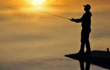 Photo pour Silhouette of a fisherman in sunset - image libre de droit