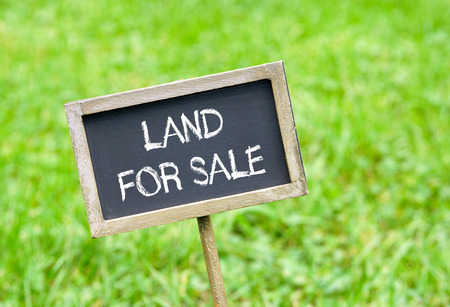 Photo pour Land for sale - image libre de droit