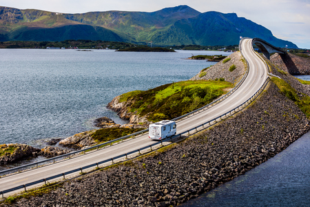 Photo pour Caravan car RV travels on the highway Norway. Atlantic Ocean Road or the Atlantic Road (Atlanterhavsveien) been awarded the title as (Norwegian Construction of the Century). - image libre de droit