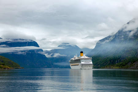 Photo pour Cruise Ship, Cruise Liners On Sognefjord or Sognefjorden, Flam Norway - image libre de droit