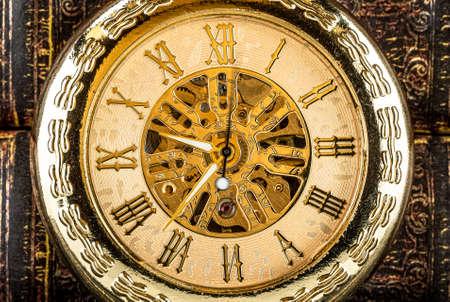 Photo pour Antique clock dial close-up. Vintage pocket watch. - image libre de droit