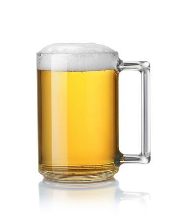 Photo pour Side view of glass mug full of beer isolated on white - image libre de droit
